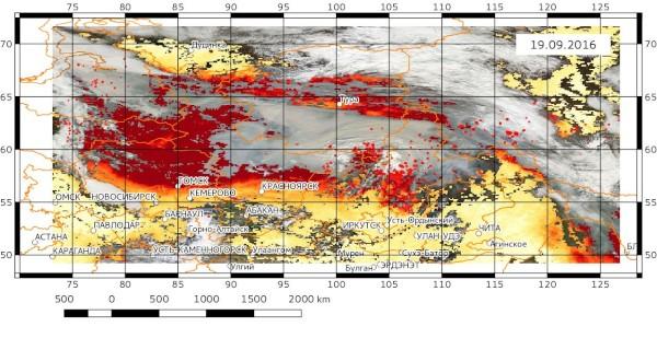 Изображение в естсественных цветах и распределение значений аэрозольной оптической толщины, построенные по данным сенсора MODIS спутника Terra.